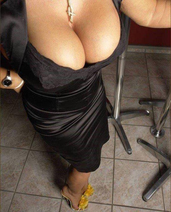 image Ragazza di avellino mostra le tette