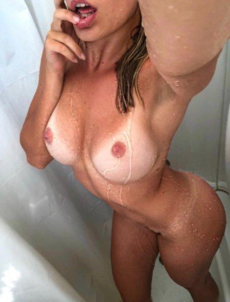 milf sotto la doccia